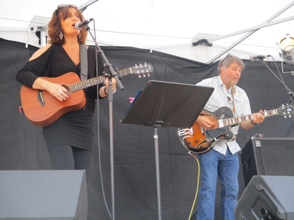 Thirlby and Smith performing at music in the market