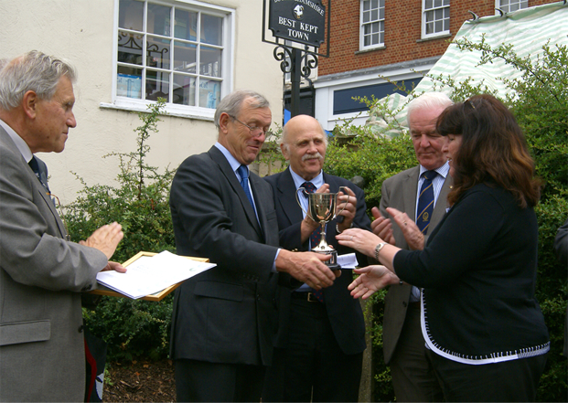 Former Mayor Cllr. Newell accepting a Best Kept Town award