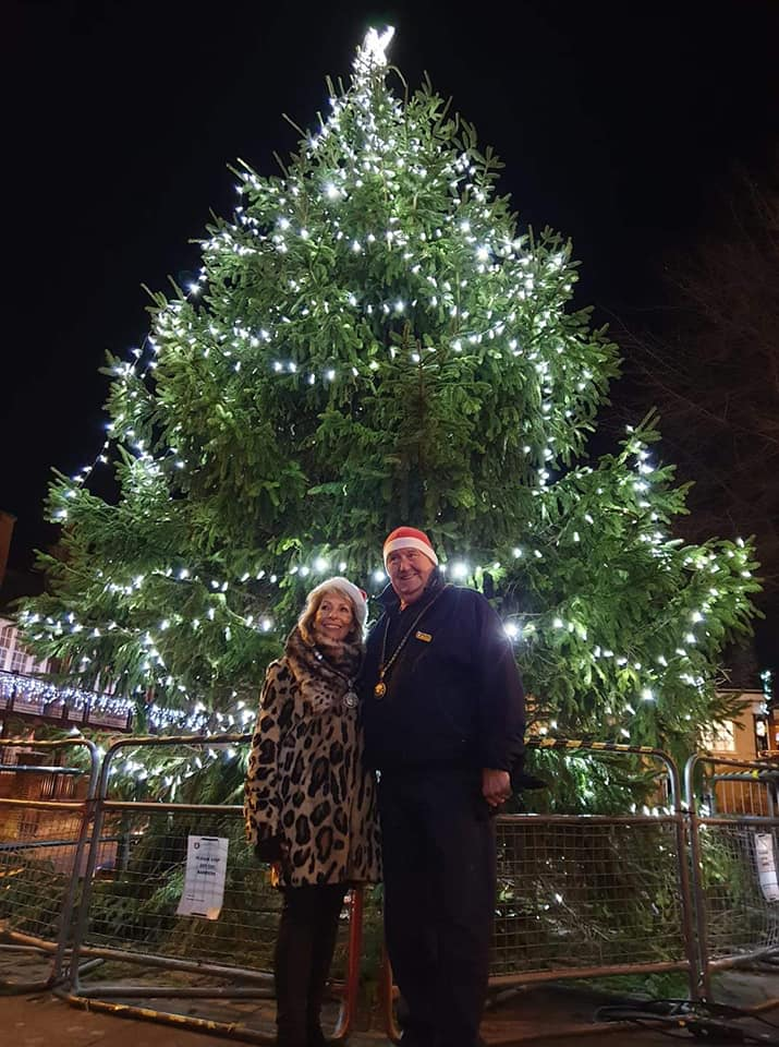 Mayor Mark Cole JP and Mrs Cole with the town centre Christmas tree